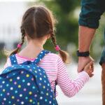 Jak zadbać o bezpieczeństwo dziecka poza domem?